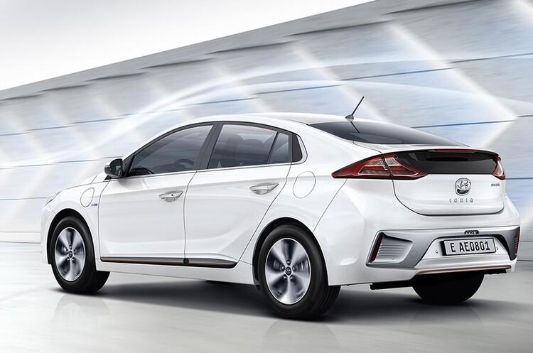 Мінфін придбав два електрокари Hyundai Ioniq на понад два млн грн