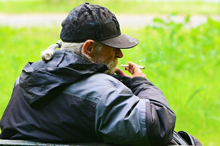 Куріння на 60-80% збільшує ризик потрапити в лікарню з коронавірусом – дослідження