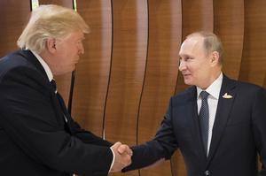 «Це тільки на камеру»: Трамп виправдовувався перед Путіним за жорсткі слова про Росію
