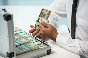 $400 000 на шістьох: як заарештовані кошти бізнесмена зникли з рахунків АРМА