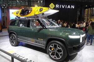 «Спіймали на гарячому»: Tesla подала скаргу на Rivian за переманювання співробітників