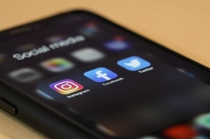 Життя після «смерті»: що буде, якщо не стане FВ та Instagram