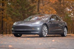 Tesla використовуватиме технологію самокерування автівки при аварії
