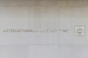 Нові штами коронавірусу загрожують економіці: МВФ знизив прогнози темпів зростання