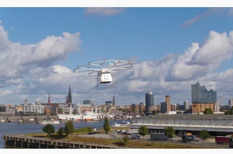 У Німеччині випробували на публіці вантажний дрон, який може переносити 200 кг на 40 км (ВІДЕО)