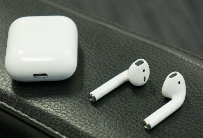 Apple розробляє AirPods, які контролюватимуть осанку і температуру тіла – WSJ