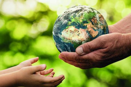 10 ключових відмінностей між КСВ та благодійністю