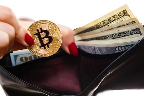 Підготуватися зазделегідь: чи зможуть українці отримувати пенсію в криптовалюті