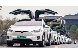 Сервіс прокату авто Hertz надасть в оренду Uber 50 000 електромобілів Tesla