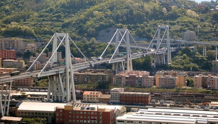 В Італії в промисловій зоні обвалився міст щонайменше 7 загиблих