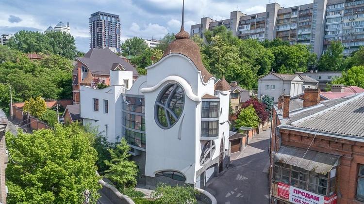 Самые необычные здания Украины