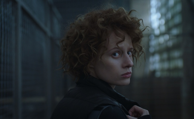 Первый украинский нуар, история о священнике-расследователе, британско-французская адаптация «Моста» и новый сезон «Нюхача»: какие сериалы посмотреть в январе